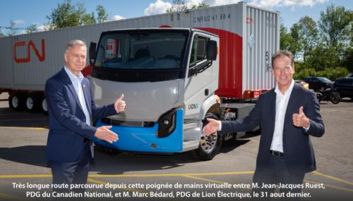 M. Jean-Jacques Ruest, PDG du Canadien National, et M. Marc Bédard, PDG de Lion Électrique